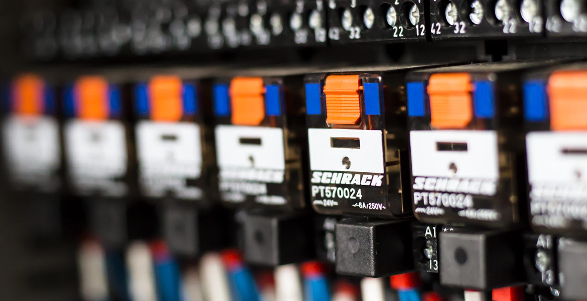 Revize elektrických pracovních strojů.